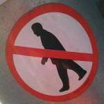 sticker 'verboden te wandelen'
