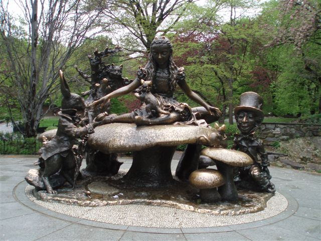 (Alice in Wonderland, Central Park, New York)