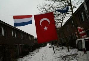 Nederlandse en Turkse vlag