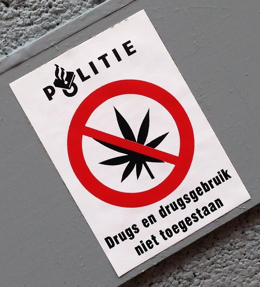 sticker politie Utrecht drugs August 2013 police softdrugs