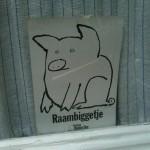 sticker 'raambiggetje' wakker dier