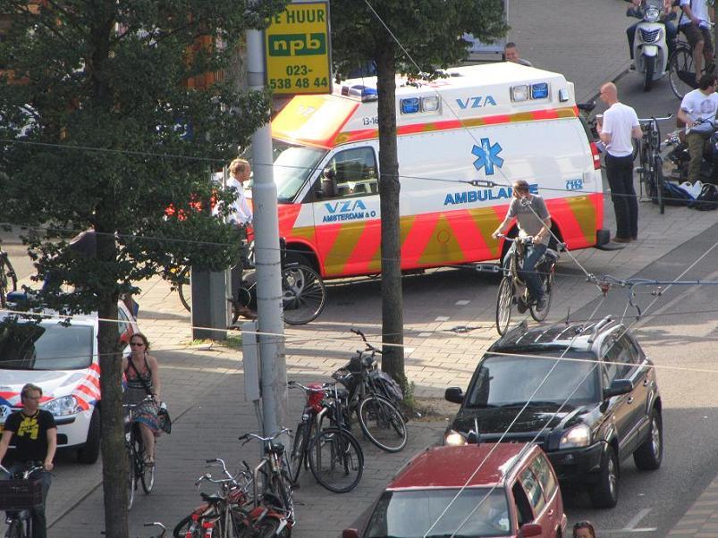 Amsterdam ambulance Van Baerlestraat