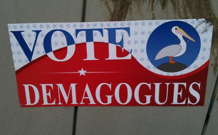 sticker Vote Demagogues Utrecht bij CS
