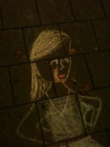 krijttekening meisje op stoep Amsterdam