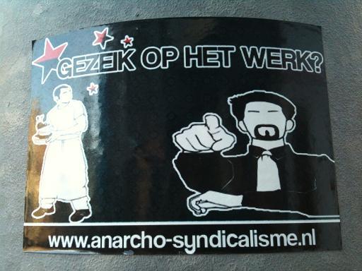 sticker 'gezeik op het werk www.anarcho-syndicalisme.nl'