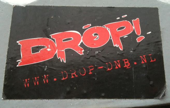 sticker 'drop!' www.drop-dnb.nl