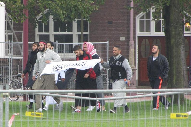 haatbaard-demo-Museumplein-spandoek