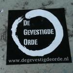 'De gevestigde orde' sticker