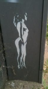 street art 'naakte vrouw hoge hakken'