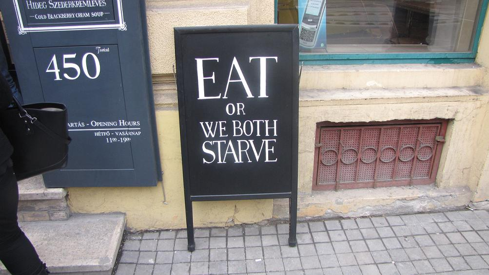 'eat or we both starve' bord soep-bar Boedapest
