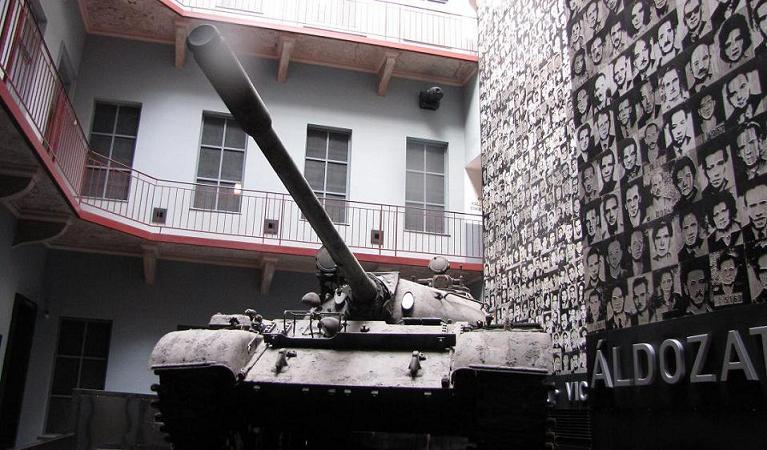 tank-fotomuur-Terror-house-Boedapest 2013