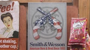 reclamebord 'Smith & Wesson' VS ad