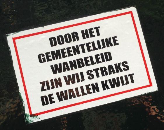 sticker gemeentelijk wanbeleid Wallen kwijt Nieuwmarkt Amsterdam 2014 April prostitutie