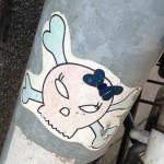 sticker schedel met strik Amsterdam