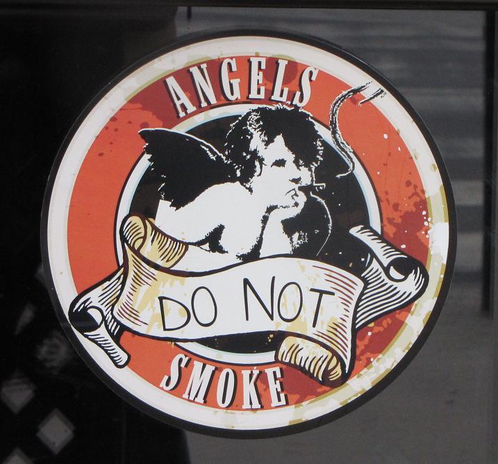 Sticker angels do not smoke Boedapest