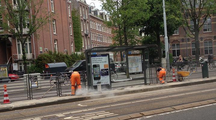 Hekwerk tramhaltes Roelof Hartplein Amsterdam 2013