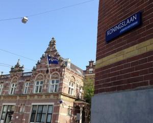 sticker Republiek Amsterdam politiebureau Koningslaan