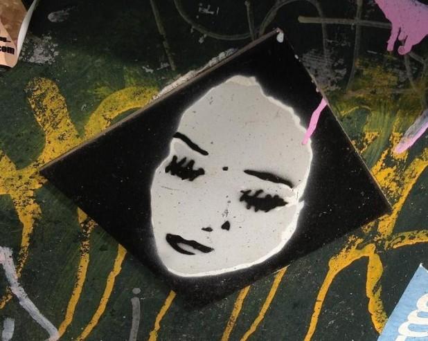 tile street art 'woman eyes sewn' Amsterdam 2013 vrouw ogen dichtgenaaid