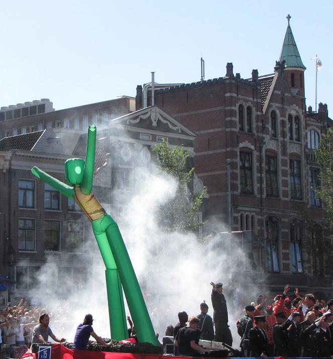 Gay-parade Amsterdam 2013 soldier mascotte