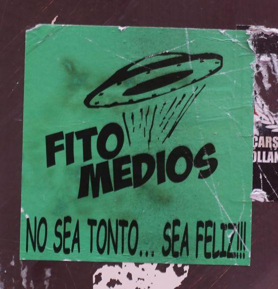 UFO sticker Fito medios no sea tonto Maarten Brante foto Amsterdam 2013