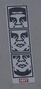 sticker Obey Amsterdam Leidseplein August 2012 Maarten Brante foto