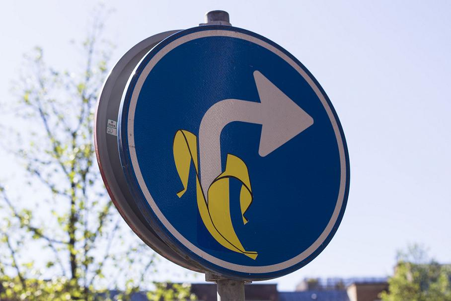 sticker banana traffic sign August 2013 Maarten Brante photo Amsterdam