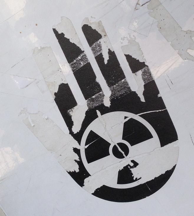 sticker  fok nuclear energy hand Vlissingen juli 2013