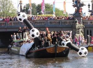 voetbal-boot Gay-parade Amsterdam 2013