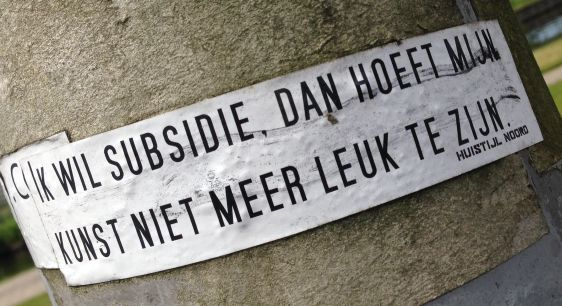 sticker Huisstijl Noord Amsterdam North 2014 June subsidie kunst niet leuk