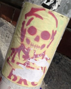 sticker skull Amsterdam Spui purple