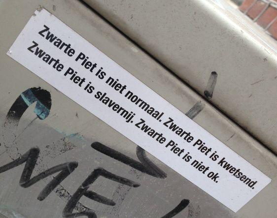 sticker zwarte Piet kwetsend Amsterdam De Pijp August 2013 kwetsend slavernij